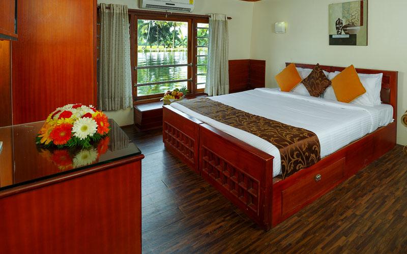 Luxury Room in Houseboat
