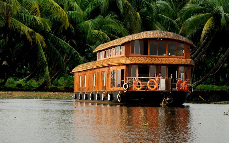 premium-houseboat